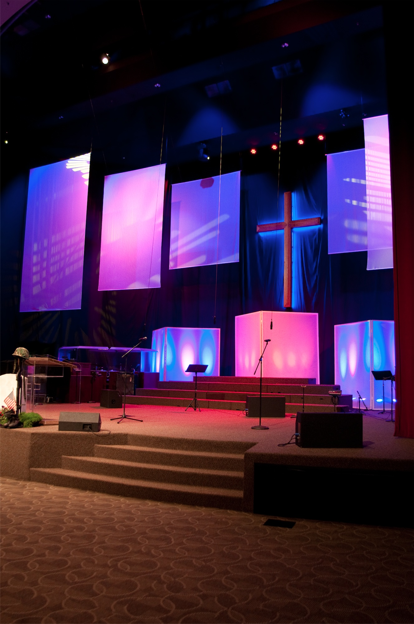 Throwback Traditional To Modern Church Stage Design Ideas Scenic Sets And Stage Design Ideas From Churches Around The Globe