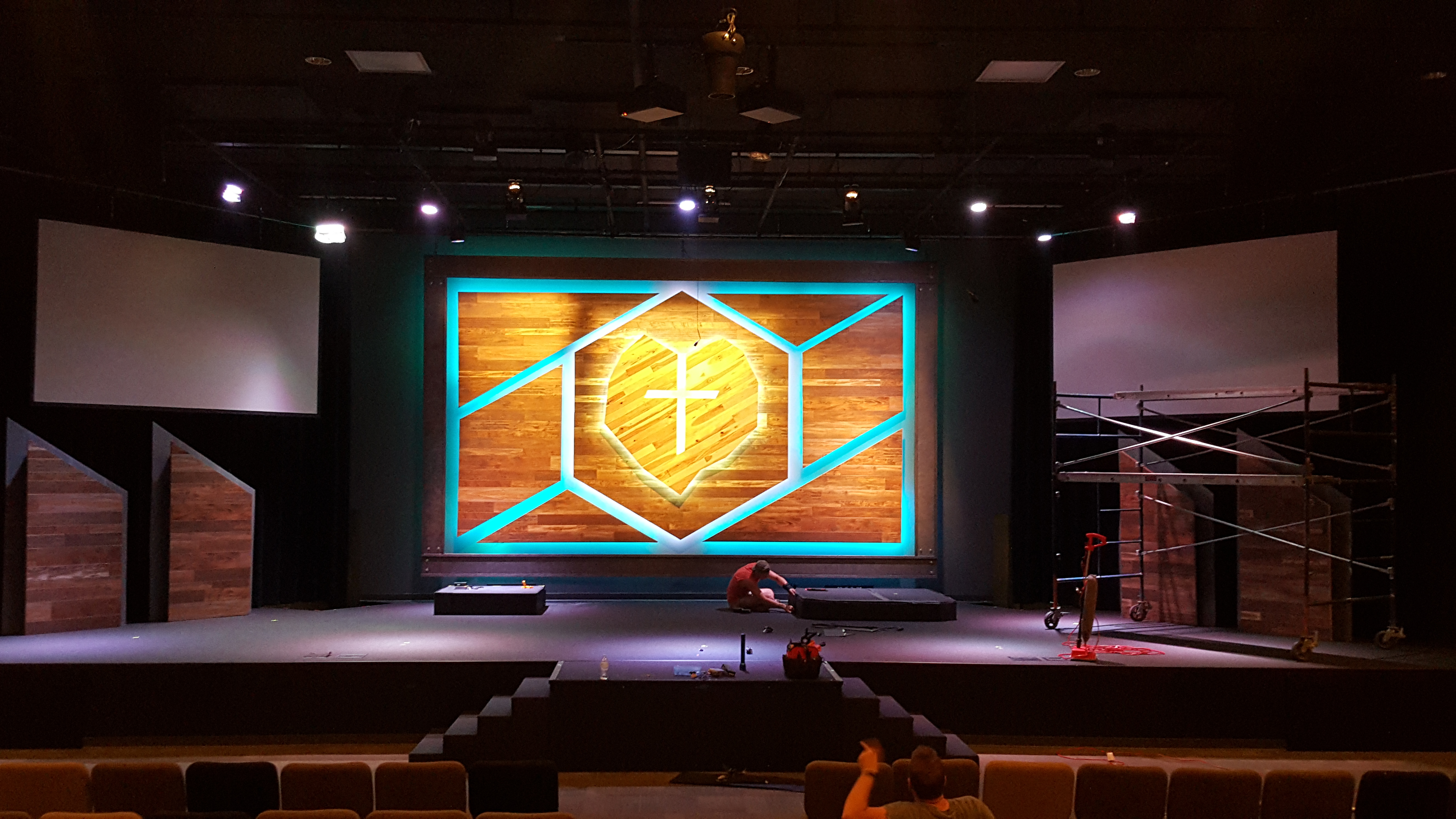 Cracked Wood Church Stage Design Ideas Scenic Sets And Stage Design Ideas From Churches Around The Globe