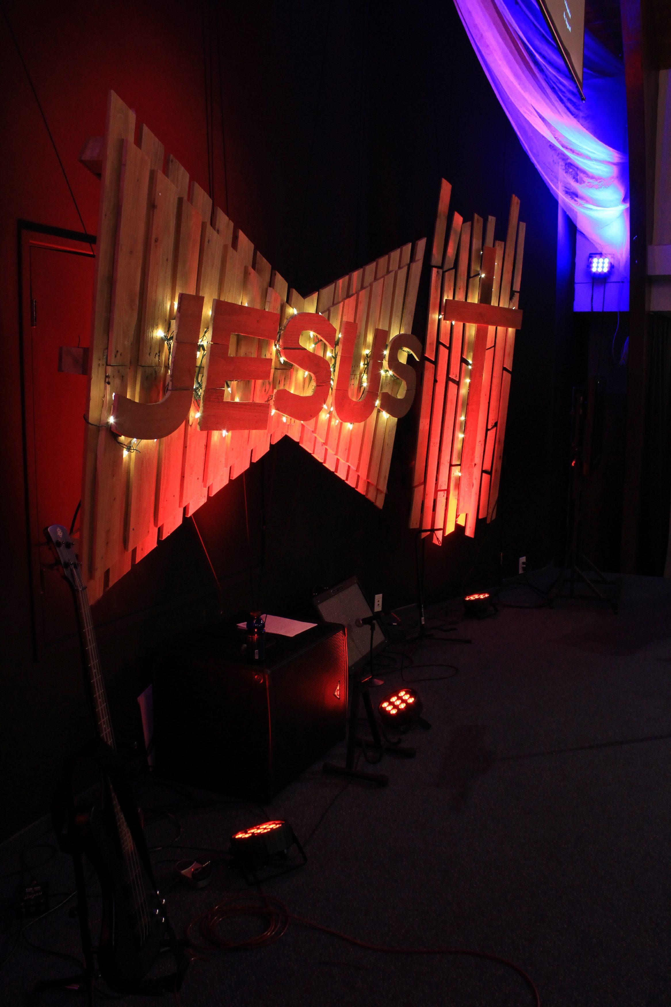 Pallet Segmented | Church Stage Design Ideas